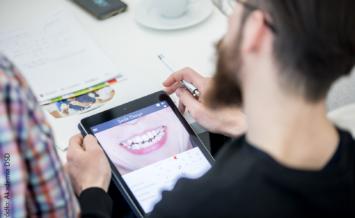Kształt zębów a jakość mowy – 7 złotych zasad projektowania uzupełnień protetycznych